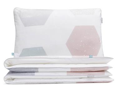 Kinderbettwäsche Hexagon pastellfarben auf weiß aus hochwertiger Baumwolle