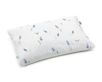 Baumwoll-Kinderbettwäsche Hexagon mit blauen Bauernbübchen Muscari auf klassischem weiß