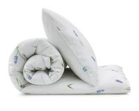 Florale Kinderbettwäsche mit blauen Bauernbübchen Muscari auf weiß aus hochwertiger Baumwolle