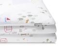 Bedruckte Baumwoll-Kinderbettwäsche mit bunten Landschaftsmotiven auf weiß