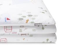 Bedruckte Baumwoll-Bettwäsche mit bunten Landschaftsmotiven auf weiß
