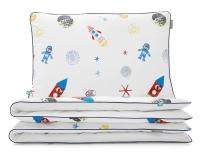 Moderne Kinderbettwäsche Weltall mit Astronauten und Raketen auf weiß aus hochwertiger Baumwolle