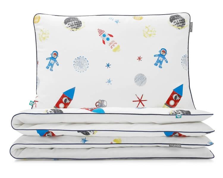 Moderne Bettwäsche Weltall mit Astronauten und Raketen auf weiß aus hochwertiger Baumwolle