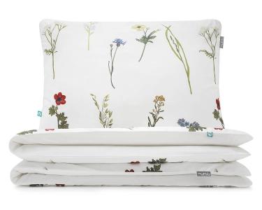 Schöne Kinderbettwäsche mit gemalten Wildblumen auf weiß aus hochwertiger Baumwolle