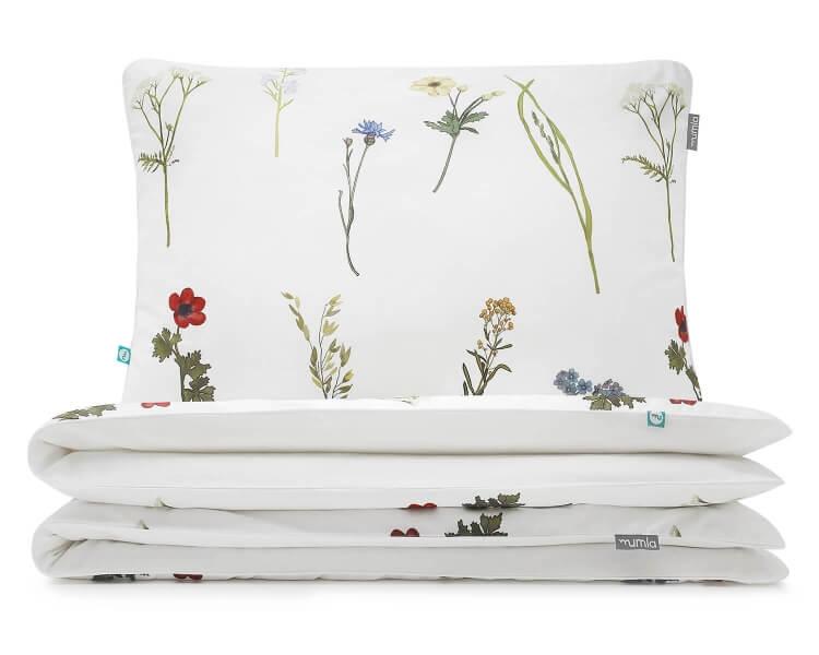 Schöne Bettwäsche mit gemalten Wildblumen auf weiß aus hochwertiger Baumwolle