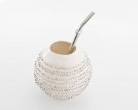 Handgemachter Mate Tee Becher Kalebasse Spiky mit Mikromassage und echtem Platin