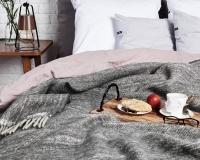 Graue Wolldecke RuRu aus neuseeländischer Schurwolle