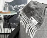 Griffige Wolldecke im dunklen grau aus neuseeländischer Schurwolle