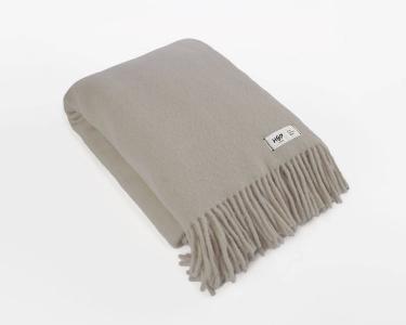 Wolldecke beigegrau Uni Yeti aus neuseeländischer Schurwolle mit eleganten Fransen