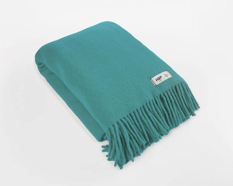 Wolldecke seegrün Uni Yeti aus neuseeländischer Schurwolle mit eleganten Fransen