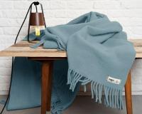 Schurwolldecke in Uni pastelblau Yeti aus neuseeländischer Schur