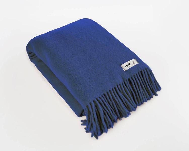 Wolldecke kobaltblau Uni Yeti aus neuseeländischer Schurwolle mit eleganten Fransen