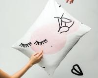 Kissen mit Augen und Lippen von HOP Design