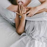 Elegante Baumwollbettwäsche weiß mit grauem Paspelband von Mumla