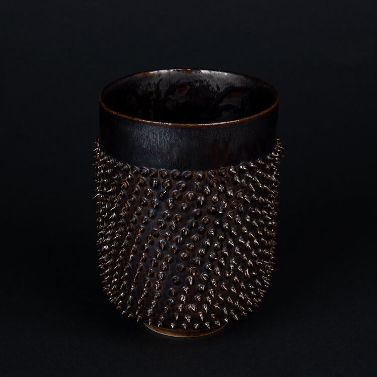 Kina Ceramics Spiky Becher Metallic aus edlem Porzellan