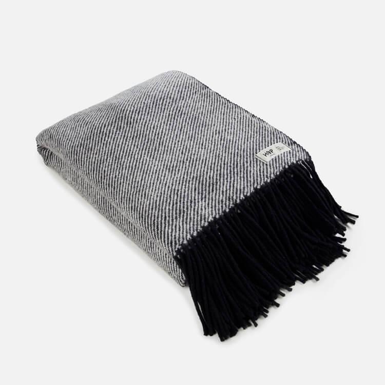 HOP Design RuRu Schurwolldecke neuseeländische Schafwolle schwarz weiß