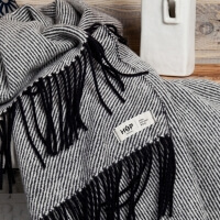 HOP Design RuRu Decke neuseeländische Schafwolle schwarz weiß