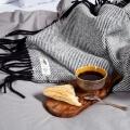 HOP Design RuRu Wolldecke neuseeländische Schafwolle schwarz weiß